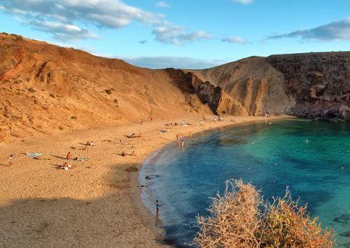 kanarske-ostrovy-lanzarote-plaz